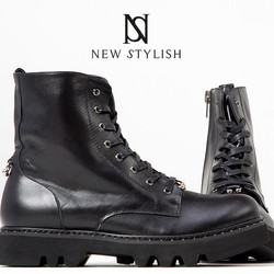 Open ring accent black race up boots​