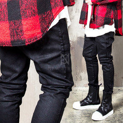 Coated black bending biker jeans