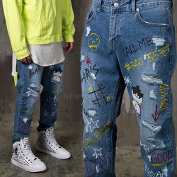 Funky accent distressed tapered jeans