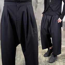Layered closure pintuck baggy pants