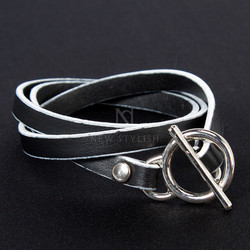 Contrast leather strap bracelet