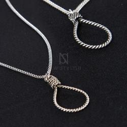 Lasso charm chain necklace