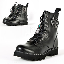 Metal accessory leather ankle boots