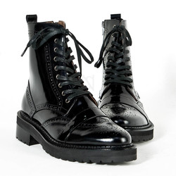 Wing-tip brogue banded trim leather boots