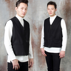 Double pocket V-neck zip-up vest