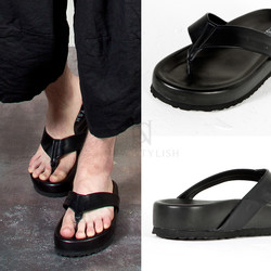 Chunky outsole all-black flip flop