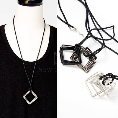 Overlap squared ring charm rope necklace
