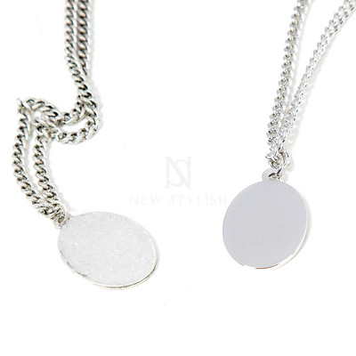 Oval charm chain necklace