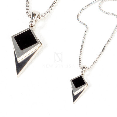 Contrast tip charm metal necklace