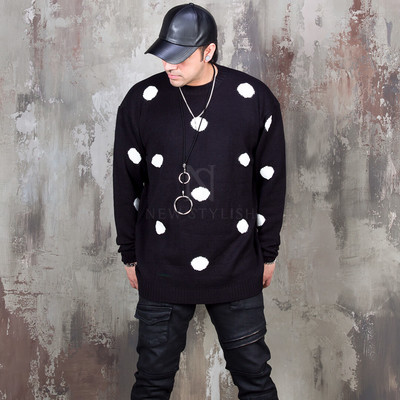 Contrast big dot pattern knit sweater