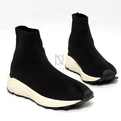 Contrast sharp socks sneakers