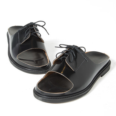 Luxurious lace-up black leather slipper