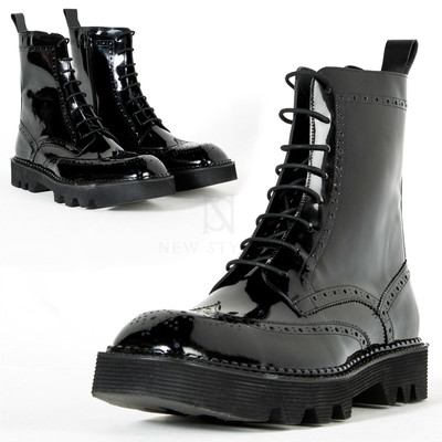 Wing-tip brogue square toe boots