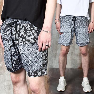 Paisley patterned cargo pocket shorts