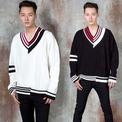 Contrast line V-neck knit sweater