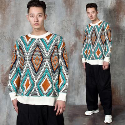 Contrast argyle patterned knit sweater