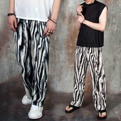Smudged wave pattern pleats pants